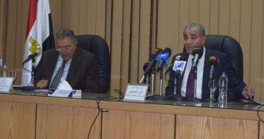 """وزير التموين يمازح أحمد الوكيل: """"شوفت أنا خبره إزاى"""""""