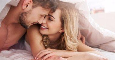 موقع أمريكى: انتظام العلاقة الحميمية يحمى الزواج من الانهيار