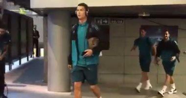 """بالفيديو..  وصول نجوم ريال مدريد إلى """"سانتياجو برنابيو"""" لمواجهة أبويل"""