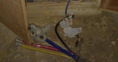 كابلات كهرباء عارية تهدد حياة المواطنين بمدينة 15 مايو فى حلوان
