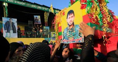 بالصور.. قوات سوريا الديمقراطية تشيع جثامين ضحايا معارك الرقة مع داعش