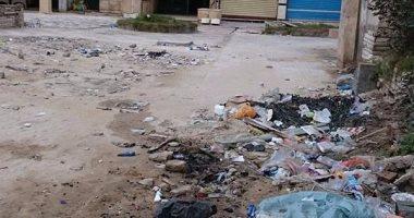 بالصور.. شكوى من تراكم القمامة أمام أحد فنادق الإسكندرية