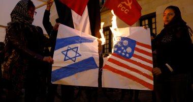 بالصور.. مظاهرات تستقبل نتنياهو فى كولومبيا والمحتجون يرفعون العلم الفلسطينى