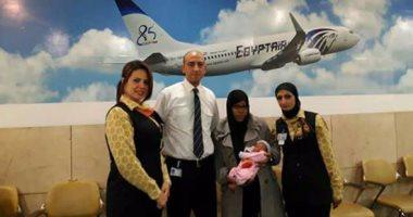 تشادية تشكر مصر للطيران لمساعدتها فى الولادة.. والشركة تهدى الطفلة تذكرة