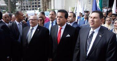 وزير التعليم العالى: الحسم والعقوبة للخارجين على قانون الجامعات المصرية