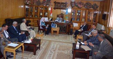 اجتماع لنائب رئيس جامعة الأزهر للوجه القبلى لمراجعة استعدادات العام الدراسى
