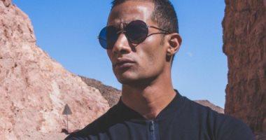 محمد رمضان لصاحب محل حلاقة: «إنك تحطلى صورة وأنا أقرع ده حب لا ينتهى»