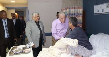 بالصور ..محافظ جنوب سيناء يطمئن على الحالة الصحية لرئيس المباحث الجنائية