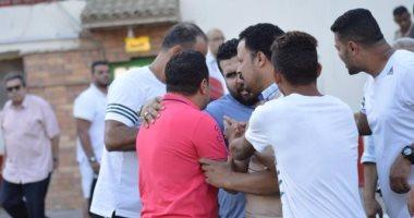 بالصور.. اشتباكات بين هشام حنفى ومسئولى البلدية بعد مباراة فاركو