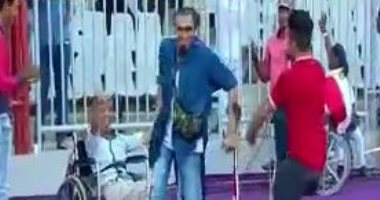 """بالفيديو.. """"رقصة خاصة"""" لذوى الاحتياجات فى برج العرب لدعم منتخب مصر"""
