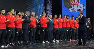 الأهلى يمنح لاعبيه الدوليين درع النادى فى حضور مجلس الإدارة