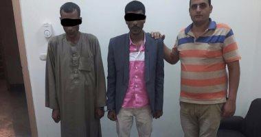 ضبط 3 سائقين وشيف وعاطل بحوزتهم مواد مخدرة بالبحر الأحمر  -