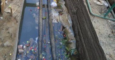 بالصور.. مياه الصرف تغطى كابلات الكهرباء البديلة للمترو فى الهرم