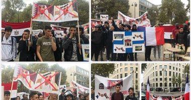 لافتات المحتجين أمام اليونسكو تفضح شراء المرشح القطرى للأصوات