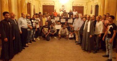 بالصور.. وقفة احتجاجية داخل حزب الوفد بسبب خناقات الأعضاء على فيس بوك