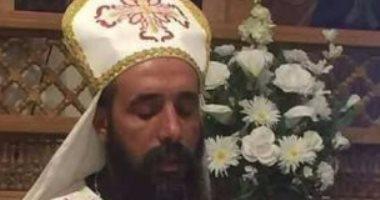 بالصور.. أهالي الفشن يشيعون جثمان راعى كنيسة القديس يوليوس المقتول فى المرج