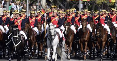 بالصور.. ملك إسبانيا يحضر عرض عسكرى فى احتفالات العيد الوطنى