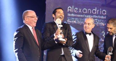 """عمرو سعد مازحًا: أهدى جائزتى بـ""""الإسكندرية السينمائى"""" لنفسى"""