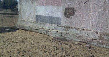 بالصور..تهالك المدرسة الابتدائية الوحيدة بقرية محمد عبد الرقيب فى البحيرة