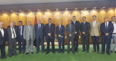 وزير قطاع الأعمال يرأس اجتماع لجنة تطوير شركات حليج الأقطان والغزل