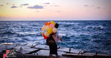 صورة اليوم.. ولدى إليك بدل البالون ميت بالـون انفخ وطرقع فيه على كل لون
