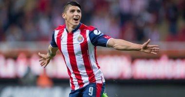 هوس رونالدو يصل لنجوم الكرة.. لاعب مكسيكى يحتفل بحصوله على قميص الدون