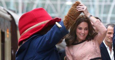 """بالصور.. الأميرة كيت دوقة كمبردج ترقص مع """"الدب"""" بادنجتون وسط الأطفال"""