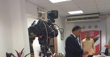 إلهامى عجينة يتقدم بأوراق ترشحه رسمياً لرئاسة الأهلي