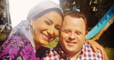 """أسرة """"السر"""" لوفاء عامر تطرح إهداء على تتر المسلسل لمازن السماحى"""