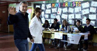 بالصور.. رئيس الأرجنتين يدلى بصوته فى الانتخابات التشريعية
