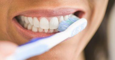 مش أسنانك بس.. تنظيف الفرشاة ضرورة لتجنب البكتيريا والتهابات اللثة