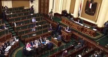 بالصور.. وزير التربية والتعليم يغادر الجلسة العامة للبرلمان لمدة 5 دقائق لأمر هام