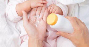 دراسات تحذر من بودرة التلك على الرضيع.. تسبب سرطان المبيض والرئة
