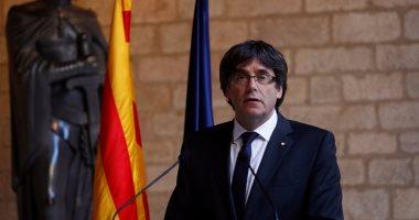 رئيس كتالونيا وأعضاء حكومته المقالين يصلون إلى بروكسل