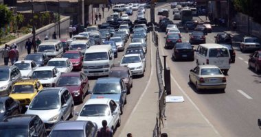 زحام مرورى بمحيط جامعة القاهرة وكوبرى 15 مايو بسبب مجمعات المدارس -