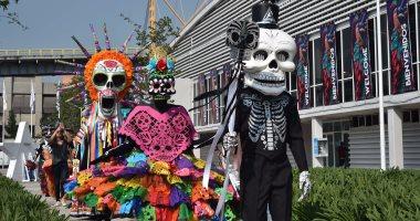 """المكسيكيون يحتفلون بـ""""يوم الموتى"""" ويرتدون ملابس الأشباح"""