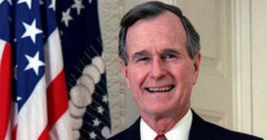 أنور قرقاش وجاستن ترودو ينعيان وفاة جورج بوش الأب
