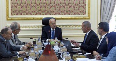 رئيس الوزراء يوجه بسرعة الانتهاء من ازدواج طريق أسيوط - البحر الأحمر