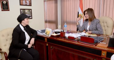 وزيرة الهجرة تبحث مع عالمة مصرية بالخارج وضع خرائط للأمطار والآبار بمصر