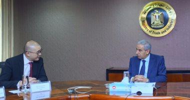 وزير التجارة والصناعة يبحث تمويل مشروعات البنية التحتية مع مسؤولين آسيويين