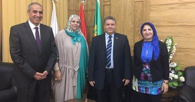 رئيس جامعة بنها يناقش خطط العمل مع أمناء الجامعة