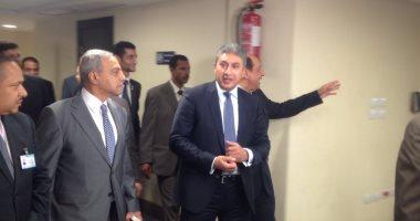 بالصور.. وزير الطيران يصل قرية البضائع لافتتاح عمليات التطوير
