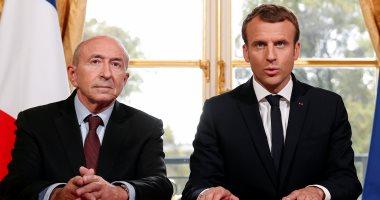 بالصور.. ماكرون يلتقى وزير داخلية فرنسا بعد توقيعه على قانون مكافحة الإرهاب