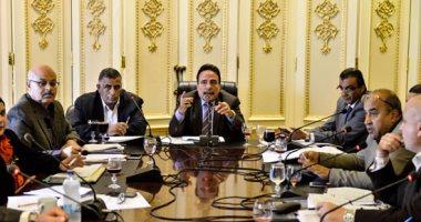لجنة القوى العاملة بالبرلمان تطالب الحكومة بحصر الموظفين الراغبين بالتسوية