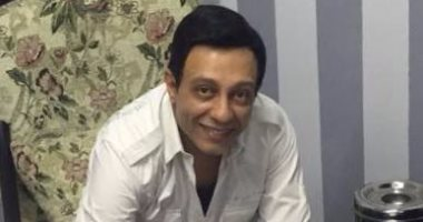 الفنان محمد عبد الحافظ يوقع على استمارة انضمامه لحزب الوفد
