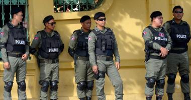 عناصر من الشرطة الكمبودية