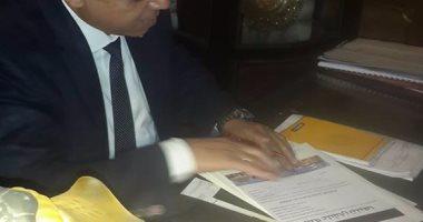 بالصور.. النائب إيهاب غطاطى يوقع على استمارة