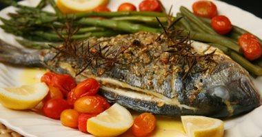 حارب التهابات المعدة من خير الطبيعة بالموز والسمك والتفاح