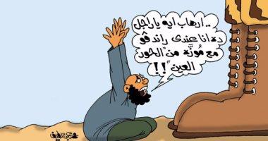 """الإرهابيون """"أقزام"""" تحت """"بيادة"""" الجندى المصرى.. بكاريكاتير لليوم السابع"""