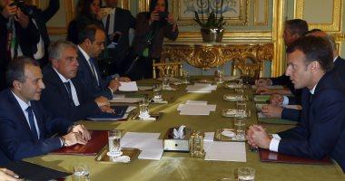 صور.. الرئيس الفرنسى يجتمع مع وزير خارجية لبنان فى قصر الإليزيه